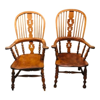 Late 18th Century Near Pair of Windsor Chairs For Sale