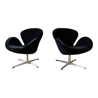 Mid Century Modern Arne Jacobsen Styled Swan Lounge Chairs For Sale