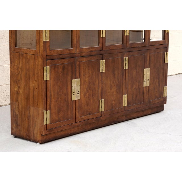 """Henredon 1970s """"Campaign Series"""" Modern China Cabinet by Henredon For Sale - Image 4 of 10"""