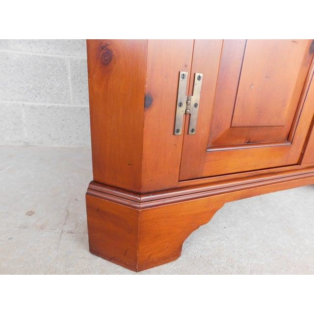 Henkel Harris Chippendale Style Pine 9 Pane Corner Cabinet For Sale - Image 12 of 13