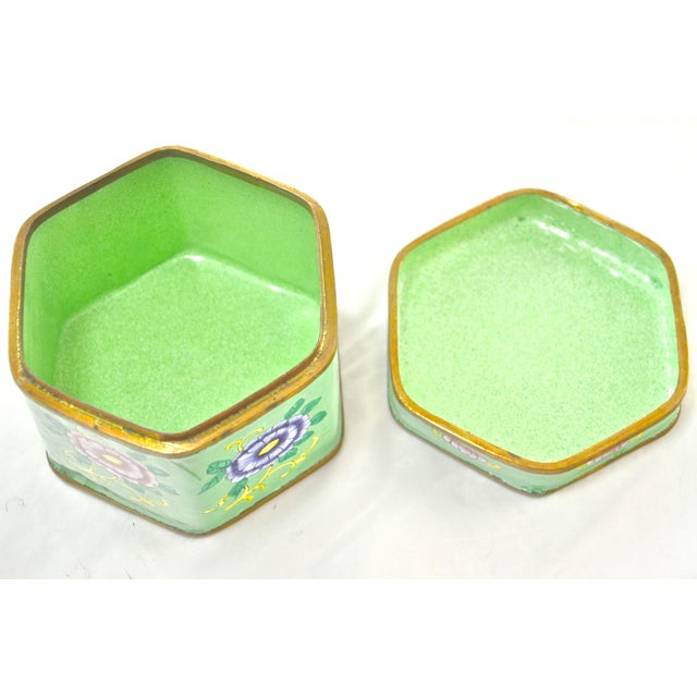 Green Hexagonal Chinese Enamel Box For Sale In Chicago - Image 6 of 8
