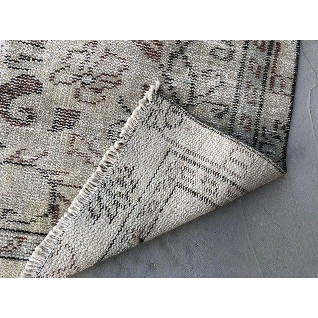 1960s Vintage Turkish Handmade Carpet - 4′7″ × 8′4″ For Sale - Image 4 of 11