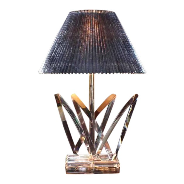 Lucite Mid-Century Modern Table Lamp For Sale