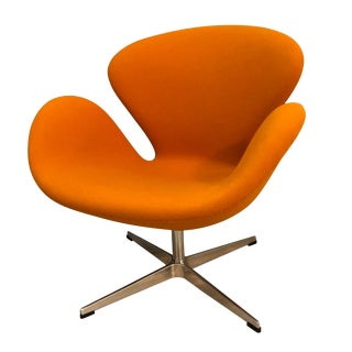 "Vintage Arne Jacobsen ""Swan"" Style Chair For Sale"