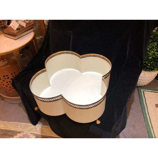White & Gold Clover Shape Cachepot With Feet For Sale - Image 4 of 4