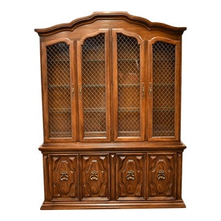 1970s Thomasville Furniture Valverde Collection Italian Provincial China Cabinet For Sale
