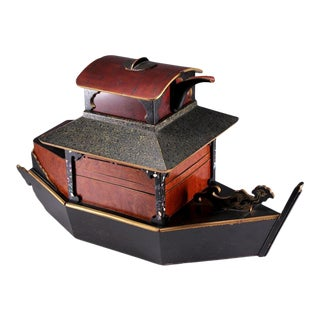 Late 19th Century Meiji Period Japanese Lacquer Ship Form Picnic Box For Sale