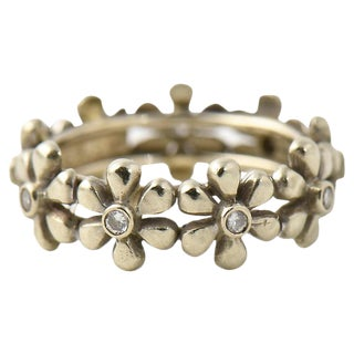 20th Century Contemporary Diamond & White Gold Daisy Band Ring For Sale