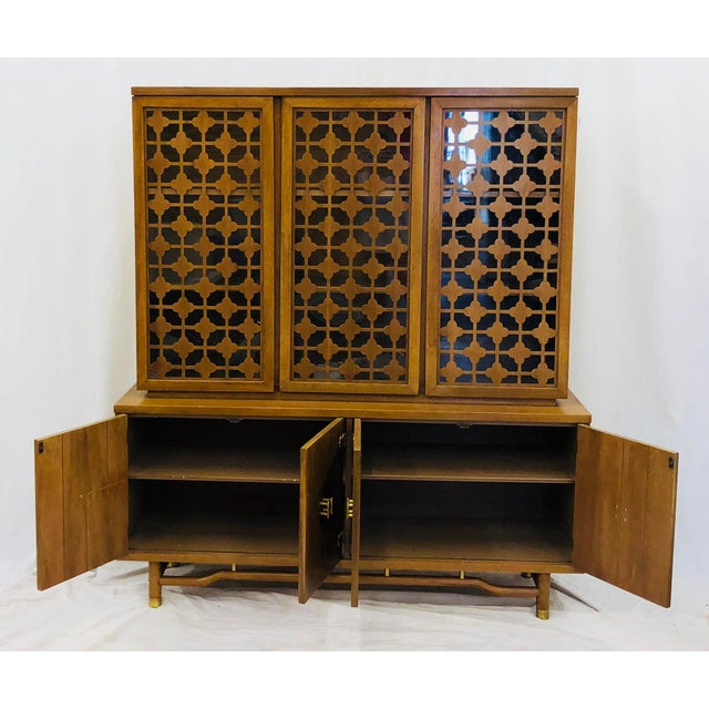 Vintage Mid Mod China Cabinet For Sale - Image 9 of 13