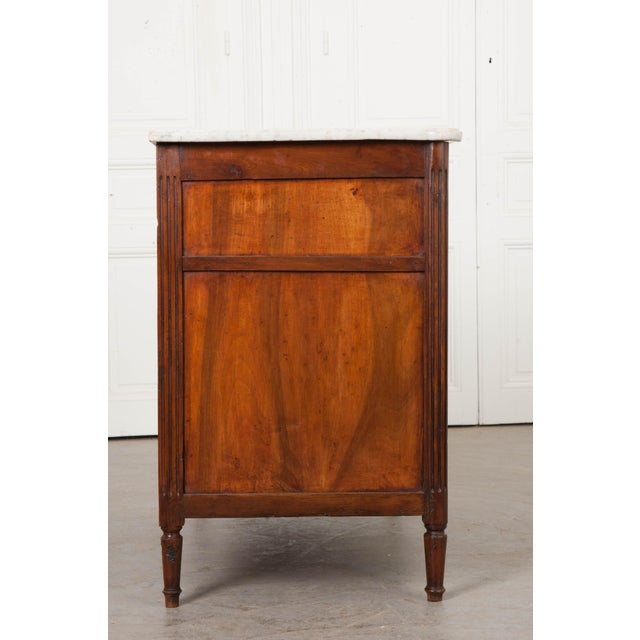 Early 19th Century French Mahogany and Walnut Louis XVI-Style Commode For Sale In Baton Rouge - Image 6 of 10