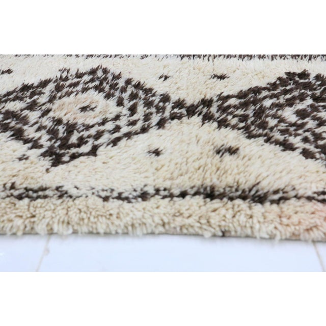 1980s Azilal Moroccan Rug - 2′7″ × 6′8″ For Sale - Image 4 of 6