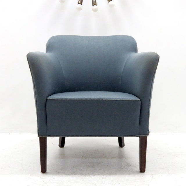 Elegant club chairs model 1146 by Fritz Hansen with original blue upholstery and mahogany legs.