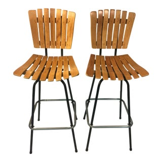 GREAT PAUL MCCOBB STYLE MID-CENTURY SUITE OF FOUR SLATTED WOOD BAR STOOLS