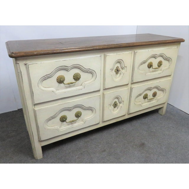 French Style Cream Painted Commode For Sale In Philadelphia - Image 6 of 9
