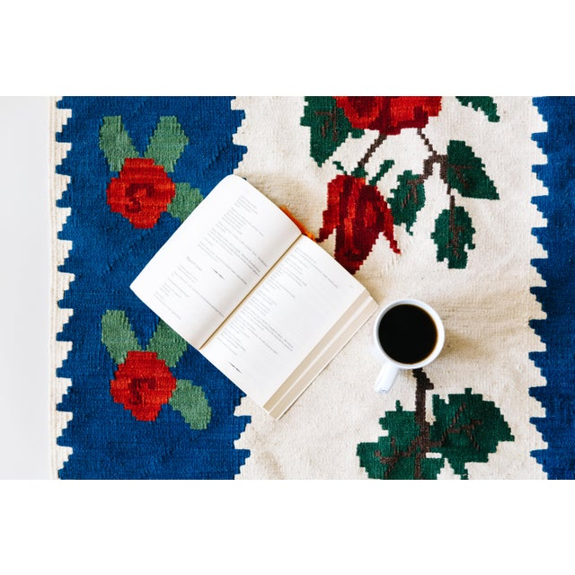 World of Roses - Vintage Hand-Woven Turkish Kilim - 3′4″ × 7′6″ - Image 7 of 7