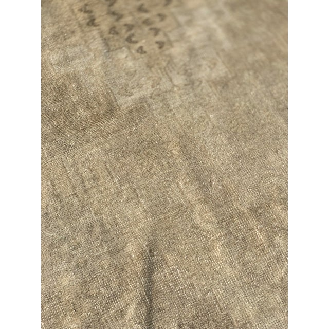 "Textile 1950's Vintage Turkish Oushak Beige Wool Rug - 4'9""x9'2"" For Sale - Image 7 of 13"