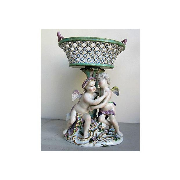 Beautiful Meissen compote with two little cherubs hugging each other. Marked with the blue Meissen hallmark under glaze.
