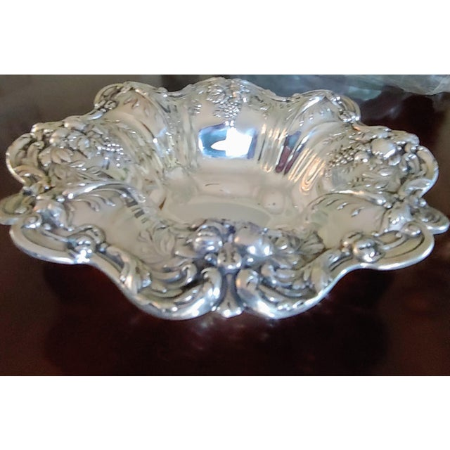 Vintage Reed & Barton Francis I repousse sterling silver serving bowl. Marked X569 with Saturn dates from 1949. 629 grams....