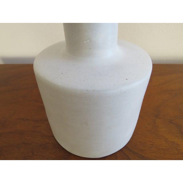 Mid-Century Modern 1960s Mid-Century Modern Gordon Martz Marshall Studios Ceramic Pottery Table Lamp For Sale - Image 3 of 9