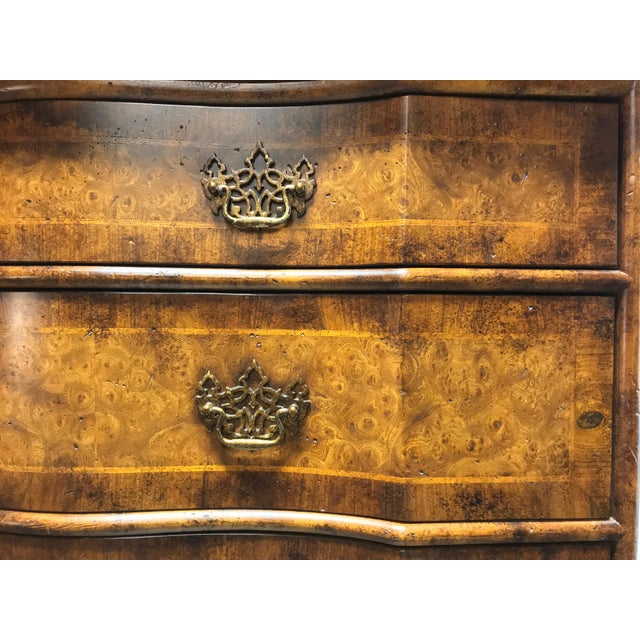 Gold Chippendale Inlaid Banded Burl Wood Serpentine Four Drawer Dresser Chest For Sale - Image 8 of 13
