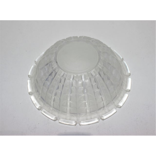Transparent R. Lalique 1928 Acacia Pattern Opalescent Art Deco Crystal Bowl For Sale - Image 8 of 12