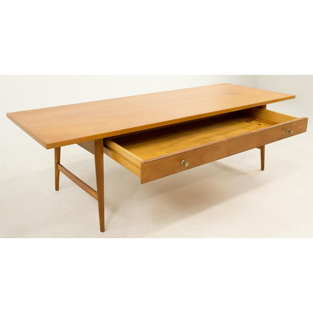 Paul Mccobb Planner Group coffee table. Made in the mid 20th century in the style of mid-century modern.