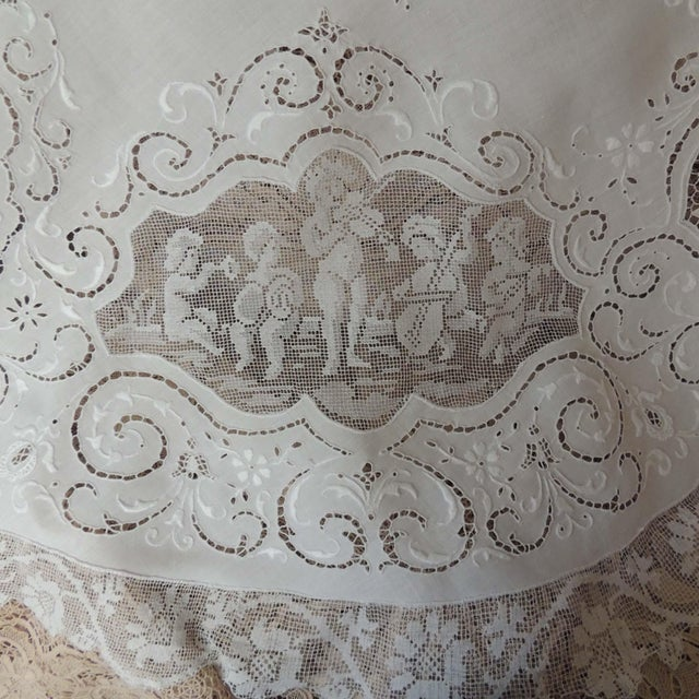 French Country Antique Round Figural Needle Lace Point De Venise Tablecloth With Cherubs For Sale - Image 3 of 11