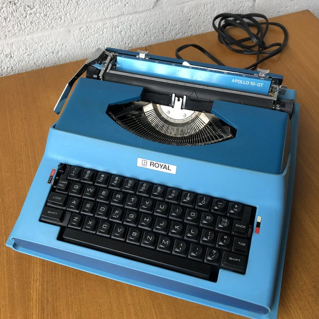 Vintage Mid Century Modern Royal Portable Typewriter For Sale In Miami - Image 6 of 11