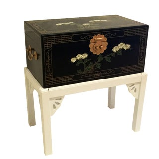 1970s Chinoiserie Lacquered Chest For Sale