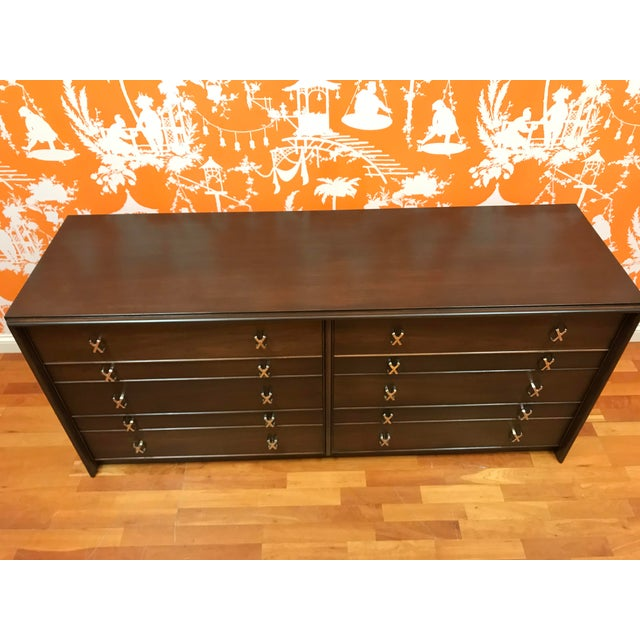 1950s Mid-Century Modern Paul Frankl 10-Drawer X Pull Double Chest Dresser For Sale - Image 6 of 12