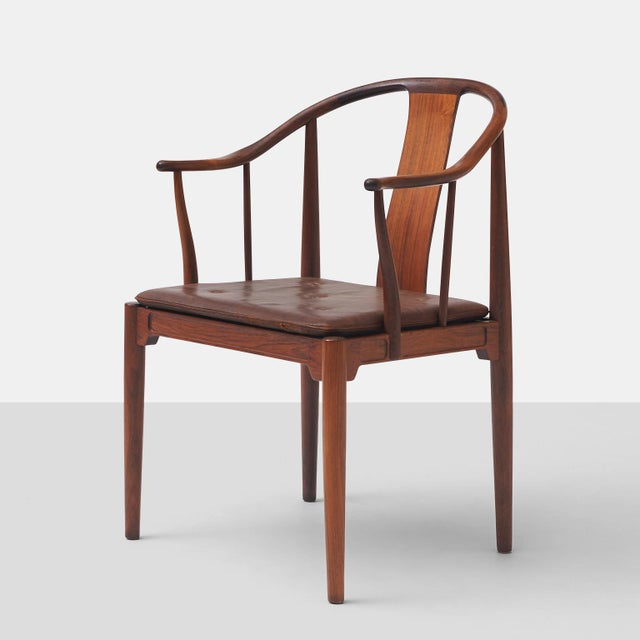 """Mid-Century Modern Pair of Rosewood """"China"""" Chairs by Hans J Wegner For Sale - Image 3 of 10"""