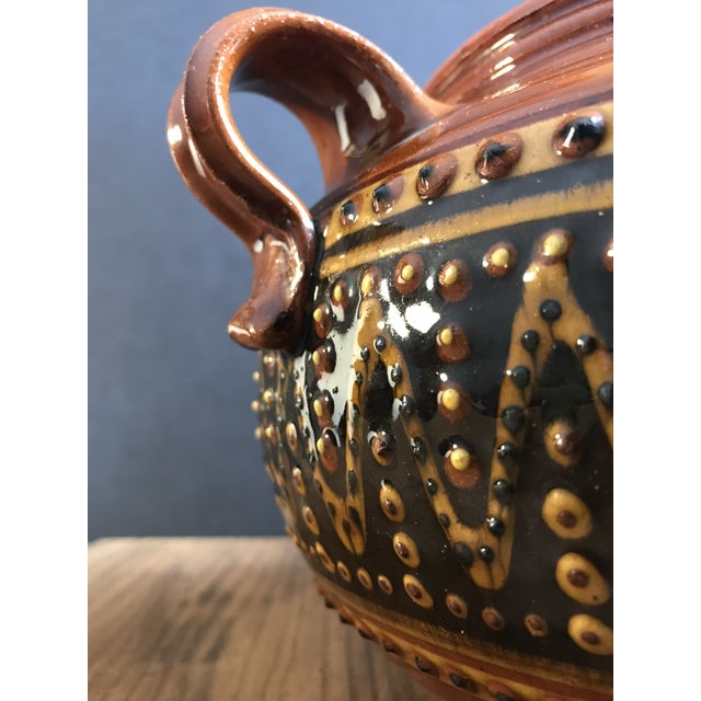 Fey Pottery Platteville Colorado Red Terra Cotta Clay Patterned Serving Bowl With Lid For Sale In San Francisco - Image 6 of 8