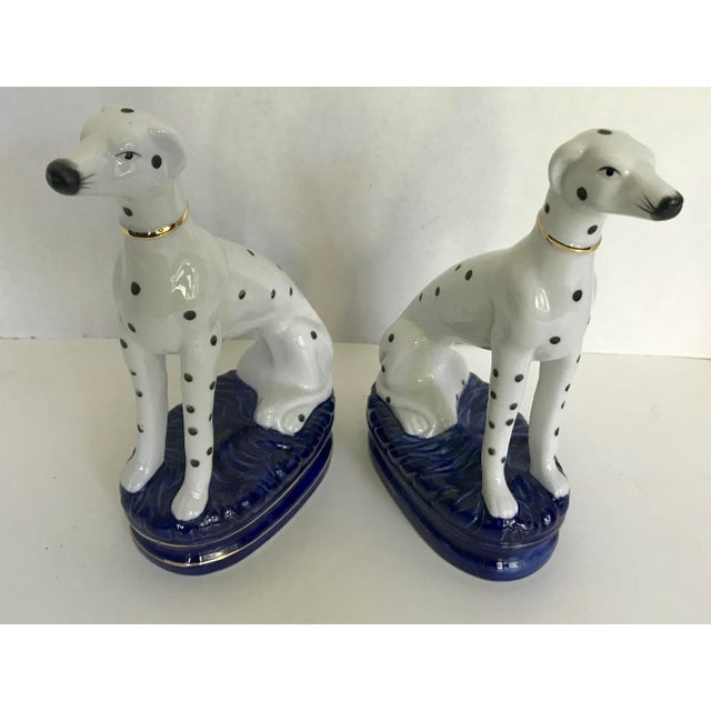 English Traditional Vintage Staffordshire Style Porcelain Dogs - a Pair For Sale - Image 3 of 5