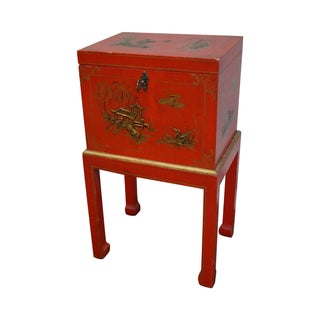 Chinoiserie Painted Oriental Style Lidded Chest For Sale
