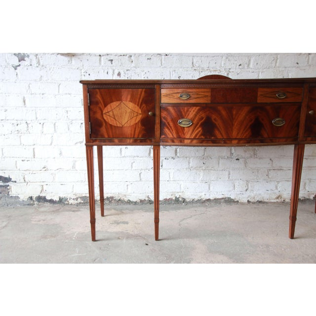 1930s Limbert Hepplewhite Style Inlaid Flame Mahogany Sideboard Buffet, Circa 1930s For Sale - Image 5 of 11
