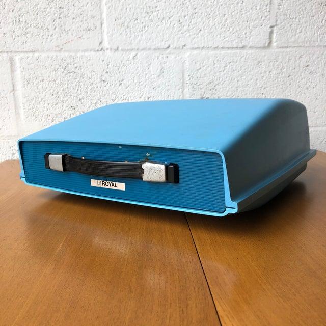 Vintage Mid Century Modern Apollo 10 -GT electric typewriter. Gorgeous two tones blue typewriter with a vibrant blue...