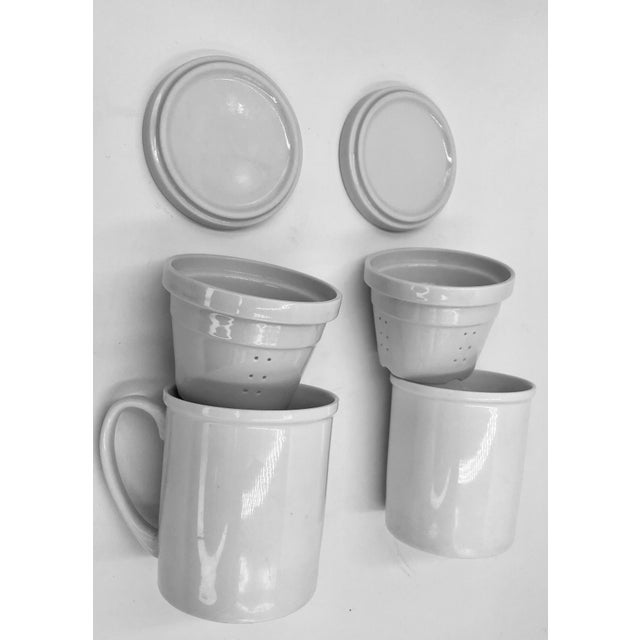 1990s Japanese Ceramic Porcelain White Tea Leaf Cups a Pair Set of Two 2 Lid Infuser Strainer Builtin Antique Vintage For Sale - Image 5 of 7