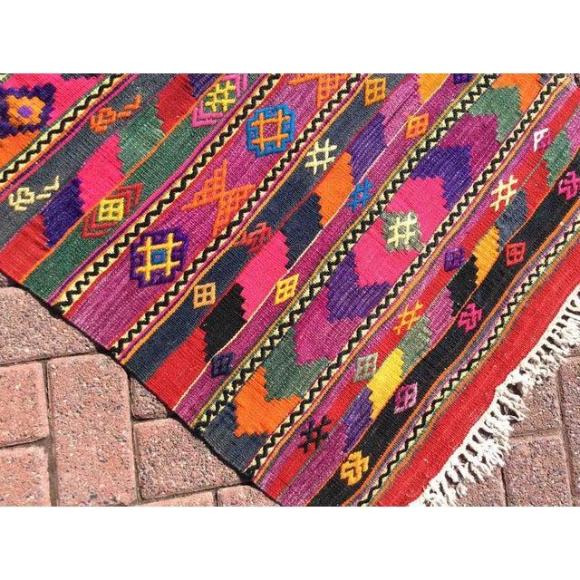 1960s Hot Pink Turkish Kilim Rug For Sale - Image 5 of 9