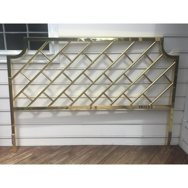 Beautifully crafted vintage brass king-size headboard that would fit with many styles: Chinese chippendale, Hollywood...