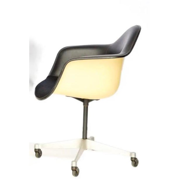 Mid-Century Modern Vintage Eames for Herman Miller Office Chair For Sale - Image 3 of 5