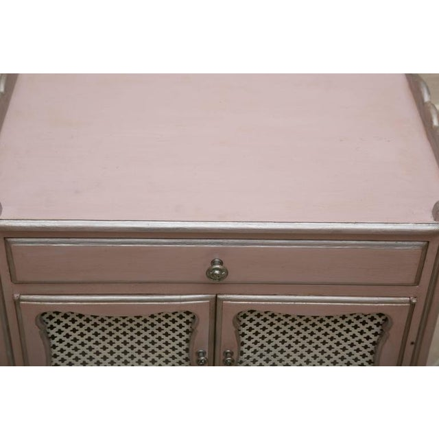 Pair of Pink Painted and Parcel Silver Commodes, 20th Century - Image 6 of 10