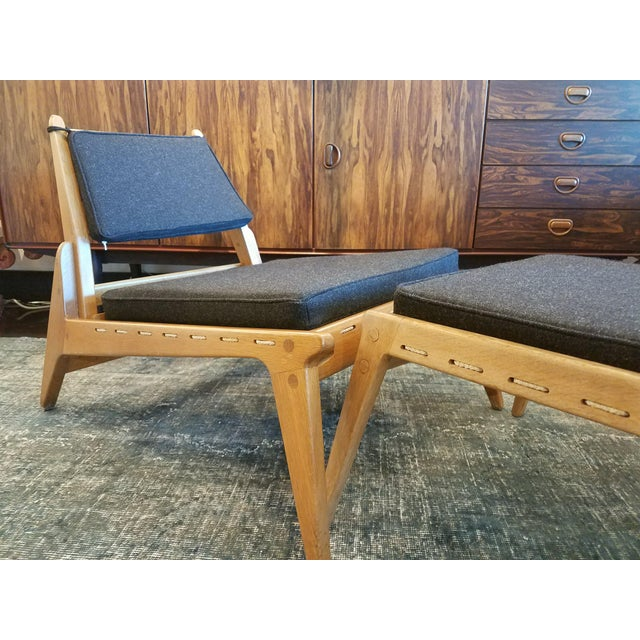 "Mid-Century Modern Swedish Fumed Oak ""Hunting Chair"" With Ottoman by Uno & Osten Kristiansson, C. 1950's For Sale - Image 3 of 5"
