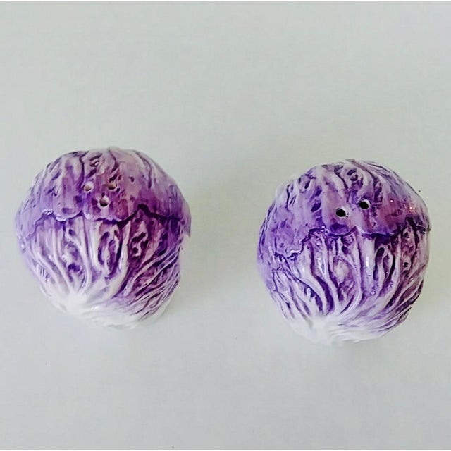 Adorable with a chic attitude, purple cabbage leaf salt & pepper set, in great condition.