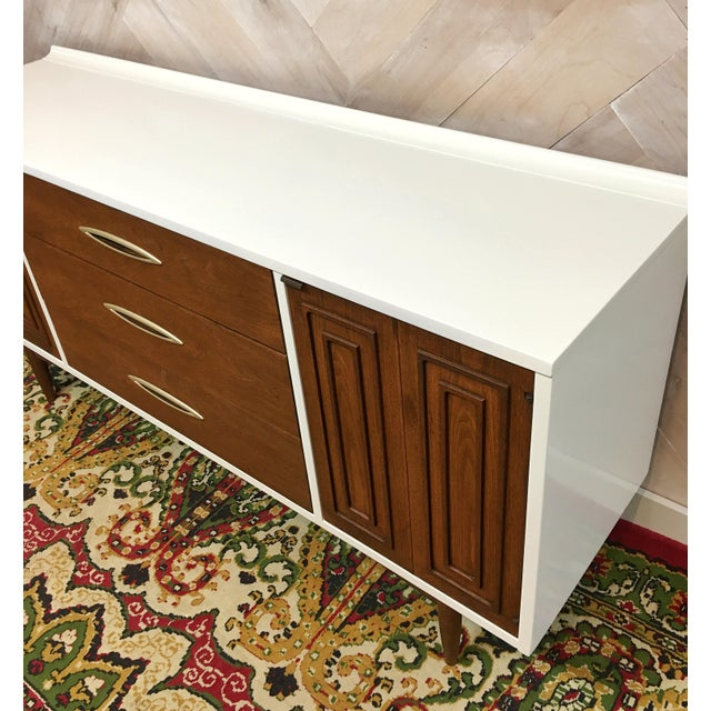 Mid-Century Broyhill Sculptra Buffet / Credenza - Image 6 of 7
