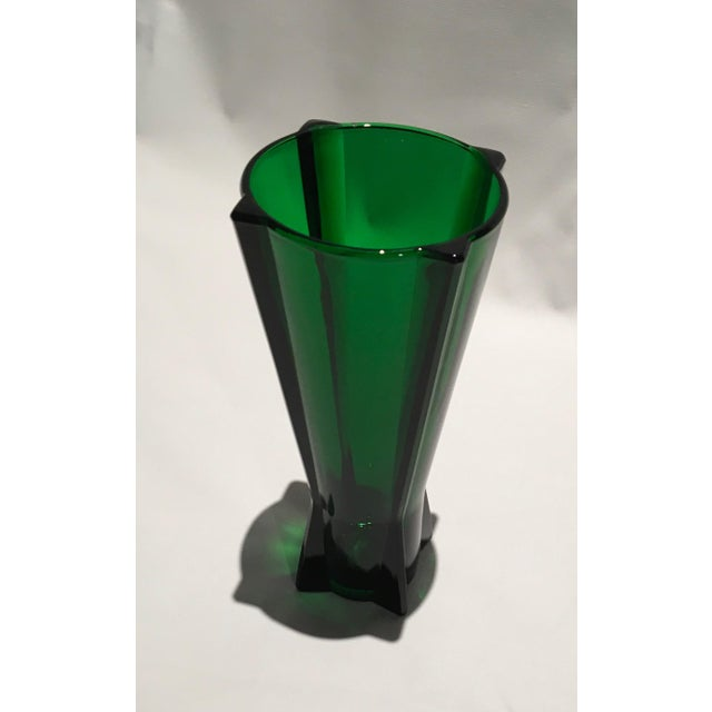 A vintage 1961 Anchor Hocking Rocket Vase in emerald green mold-blown glass. The vase, reminiscent of the art-deco era, is...