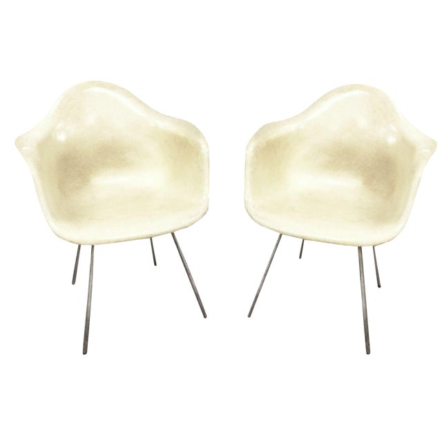 Zenith Plastics Manufactured the small first run of the iconic eames fiberglass shell armchair in late 1951 into 1952....