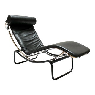 1990s Vintage Le Courbusier/LC4-Style Leather and Chrome Chaise Lounge For Sale