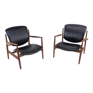 Pair of Illusive Scandinavian Modern Armchairs Designed by Finn Juhl For Sale