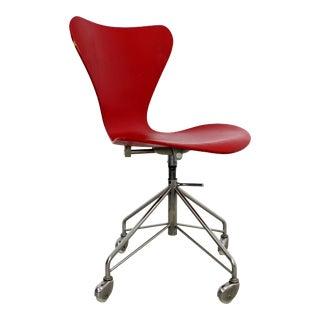 Mid Century Modern Arne Jaconbsen Fritz Hansen Danish Chair Model 3117Red For Sale