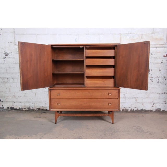 Broyhill Brasilia Mid-Century Modern Sculpted Walnut Gentleman's Chest For Sale In South Bend - Image 6 of 13